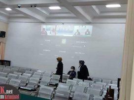 Sidang Terdakwa Herjon Noperi digelar secara virtual di Pengdilan Tipikor Pengadilan Negeri Samarinda. (foto : LVL)