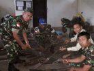 Lewat Komsos, Satgas Pamtas RI Terima Penyerahan 160 Pucuk Senjata Rakitan Warga