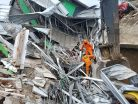 Tim SAR Evakuasi 45 Korban Gempa Bumi Mamuju